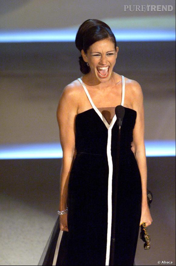 "Julia Roberts reçoit son Oscar pour ""Erin Brockovich"" en 2001."