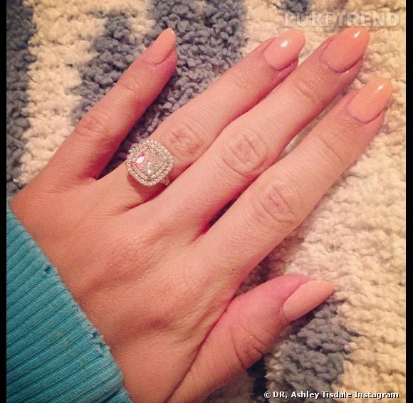 Bien connu La bague en diamants d'Ashley Tisdale. ZS54