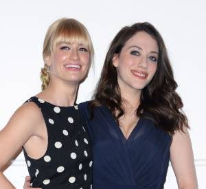 Kat Dennings et Beth Behrs pour les nominations des People's Choice Awards 2014.