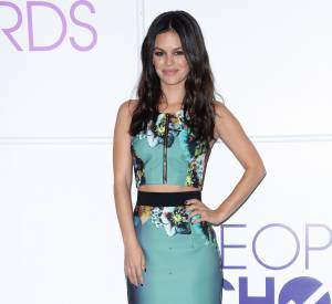 Rachel Bilson pour les nominations des People's Choice Awards 2014.