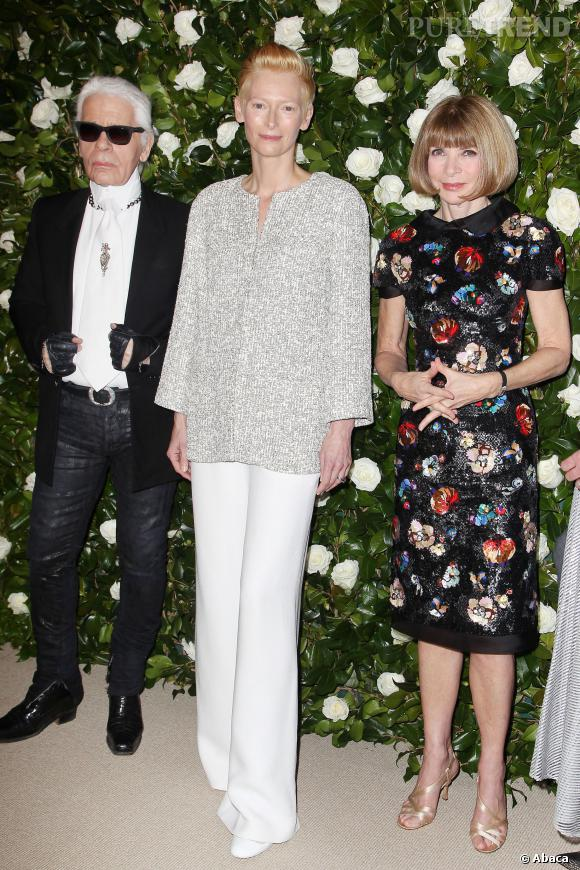 Tilda Swinton entourée de Karl Lagerfeld et Anna Wintour à la soirée donnée en son honneur au MoMa de New York.