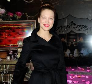 Léa Seydoux illuminait hier les vitrines du Noël 2013 des Galeries Lafayette.