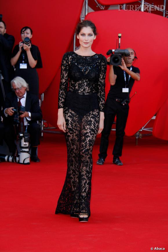 Laetitia Casta ose le noir sur noir lors de la cérémonie d'ouverture du festival de Venise en 2012.