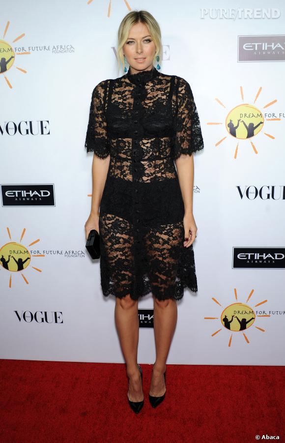 Maria Sharapova affiche elle aussi son soutein-gorge et sa culotte taille haute en robe collection Automne-Hiver 2013/2014.