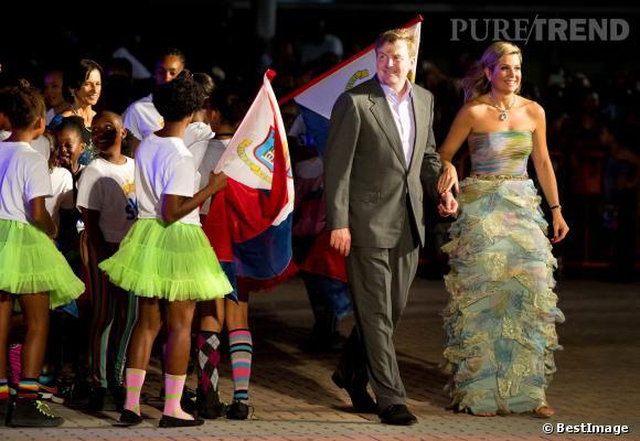 La Reine Maxime s'offre une apparition ultra-glamour avec une robe très estivale.