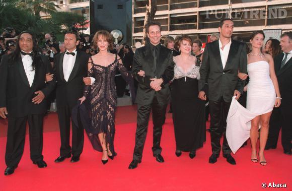 Vincent Elbaz à Cannes en 2001, élégance sobre et cheveux courts exit noeud pap' et cravate, il la joue rebelle.