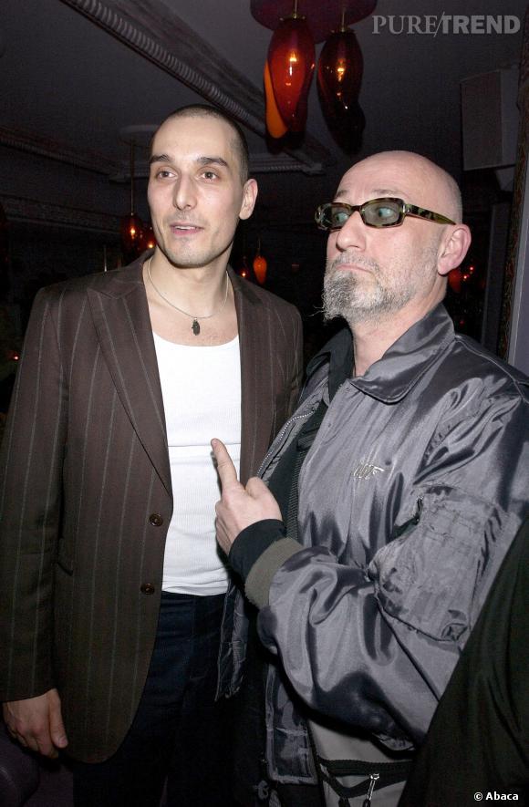 Vincent Elbaz en 2003, look de bad boy à la française, on dit nom au blazer marron !
