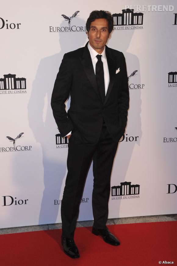 Vincent Elbaz très chic en 2012 lors de l'ouverture de La Cité du cinéma de Luc Besson.