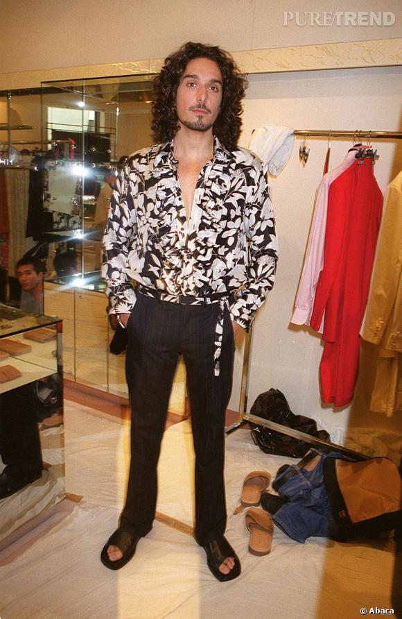 Vincent Elbaz en 2001 sort le grand jeu en chemise fleurie et sandales... un look qui ne nous manquera pas.