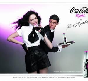 Coco Rocha et Baptiste Giacobini prennent la pose pour la campagne Coca-Cola light by Karl Lagerfeld.