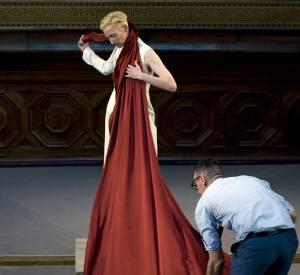 The Eternity Dress d'Olivier Saillard, aux Beaux-Arts avec Tilda Swinton© Vincent Lappartient