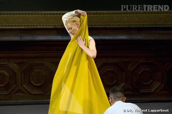 The Eternity Dress d'Olivier Saillard, aux Beaux-Arts avec Tilda Swinton © Vincent Lappartient