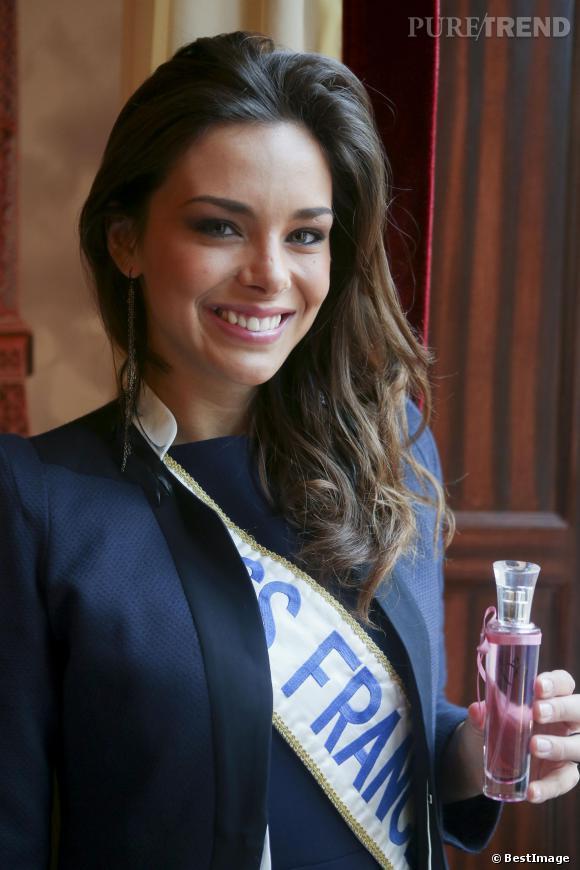 Marine Lorphelin a rendu sa couronne 2013 et passé le flambeau à Flora Coquerel.