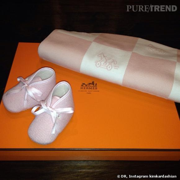 Même Hermès gâte la petite fille.