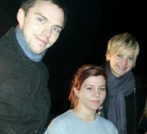 Nicholas Hoult et Jennifer Lawrence immortalisent la fin de 2013 avec une fan.