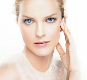 Eva Herzigova est l'égérie du soin Capture Totale de Dior.