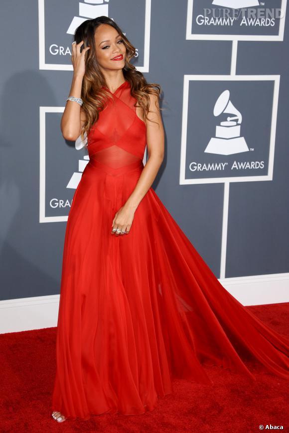 L'élégance glamour : Rihanna a beau être parfois trash, elle sait quand sortir la robe de soirée...