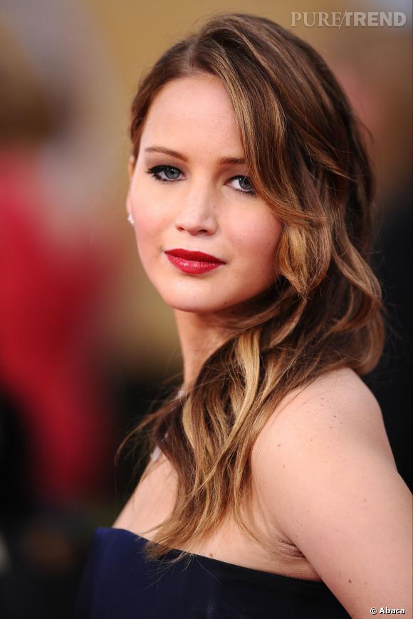 Jennifer Lawrence est toujours parfaitement coiffée et maquillée. Les cheveux longs lui allaient divinement bien.