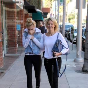 Heather Locklear et sa fille Ava pour une promenade mère-fille.