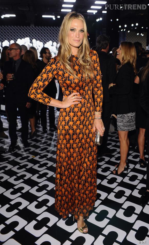"""Molly Sims au vernissage de l'exposition """"Journey of a Dress""""."""