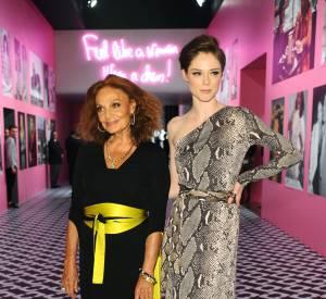 """Diane Von Furstenberg et Coco Rocha au vernissage de l'exposition """"Journey of a Dress""""."""