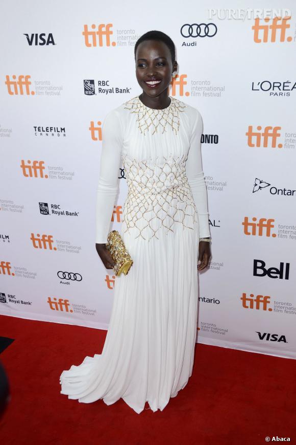 """Lupita Nyong'o, très chic lors de la présentation du film """"12 Years A Slave"""" au Festival du film de Toronto."""