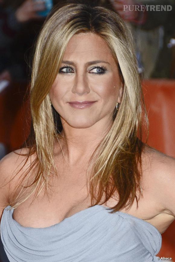 Jennifer Aniston, toujours très sexy elle peut sans aucun doute séduire les hommes comme les femmes.