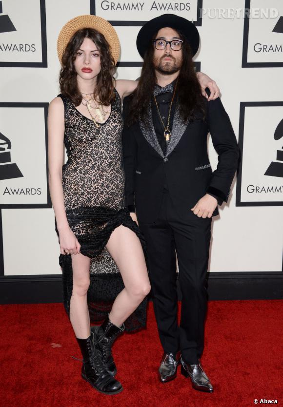 Charlotte Kemp Muhl et Sean Lennon, apparition remarquée et ultra-stylée pour la 56e cérémonie des Grammy Awards.