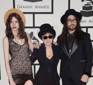 Charlotte Kemp Muhl et Sean Lennon rejoint par Yoko Ono pour un trio dandy gagnant.