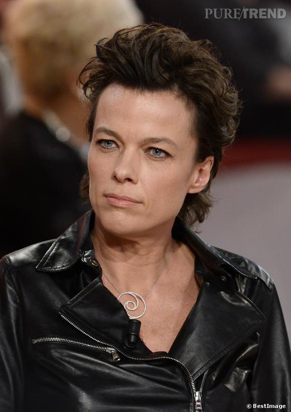 La comédienne Anne Le Nen, la compagne de Muriel Robin, sur le plateau de Vivement dimanche.