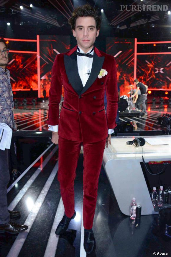 Mika adore les costumes hauts en couleur Même la panne de velours il  l\u0027apprivoise sans dommage.