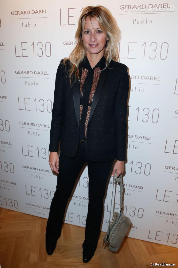 Sarah Lavoine arbore un chemisier très sexy à l'inauguration de la nouvelle boutique Gérard Darel, à Paris, le 30 janvier 2014.