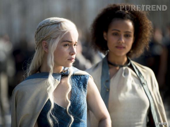 "Emilia Clarke alias Daenerys Targaryen et Nathalie Emmanuel alias Missandei dans ""Game of Thrones"" saison 4."