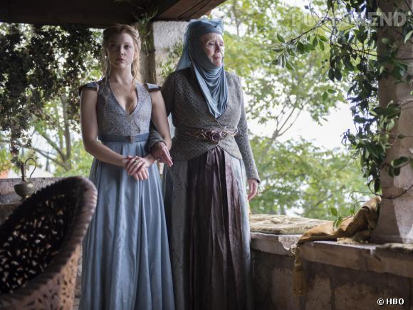 "Natalie Dormer (Margaery Tyrell) et Diana Rigg (Olenna Tyrell) dans les nouvelles photos de ""Game of Thrones"" saison 4."