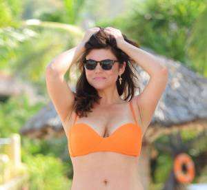 Tiffani Thiessen : la pin-up de 40 ans s'éclate en bikini au Mexique