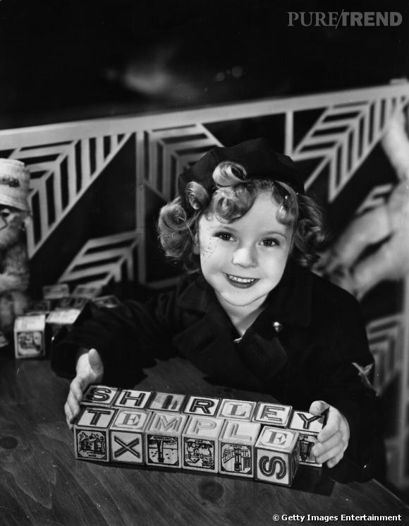 Shirley Temple lors d'une séance photo en 1935.