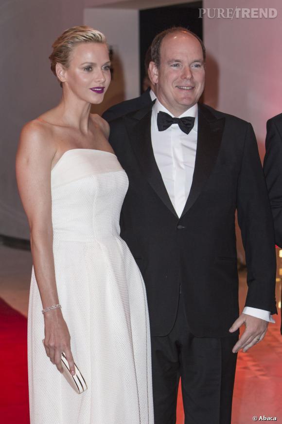 La princesse Charlene de Monaco tromperait-elle son époux ? C'est la rumeur lancée par le tabloïd Bunte.