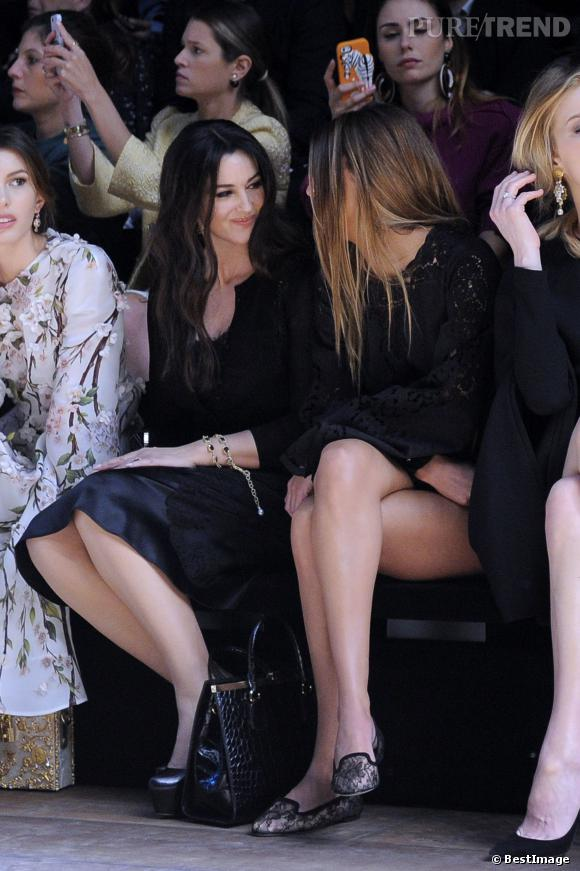 Monica Bellucci discute en front row avec Bianca Brandolini d'Adda.