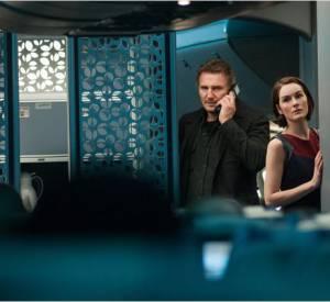 """Liam Neeson dans """"Non-Stop"""" avec Michelle Dockery."""
