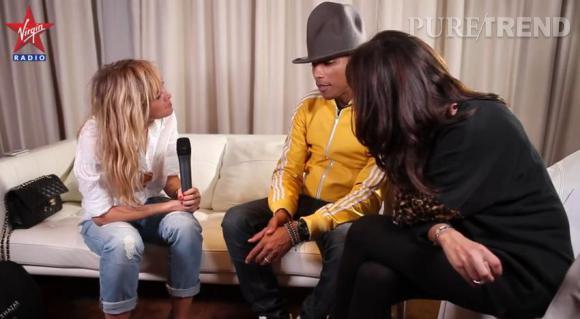 Enora Malagré semble boire les paroles de Pharrell Williams alors qu'elle l'interviewe pour Virgin Radio.