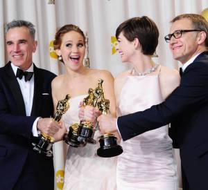 Les Oscars 2014 devraient encore nous offrir de jolies surprises ! Ici, Daniel Day-Lewis, Jennifer Lawrence, Anne Hathaway et Christoph Waltz posent avec leurs statuettes.