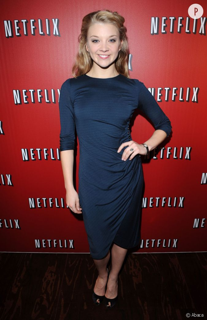 natalie dormer divine en robe bleu marine drap e pour une soir e netflix. Black Bedroom Furniture Sets. Home Design Ideas