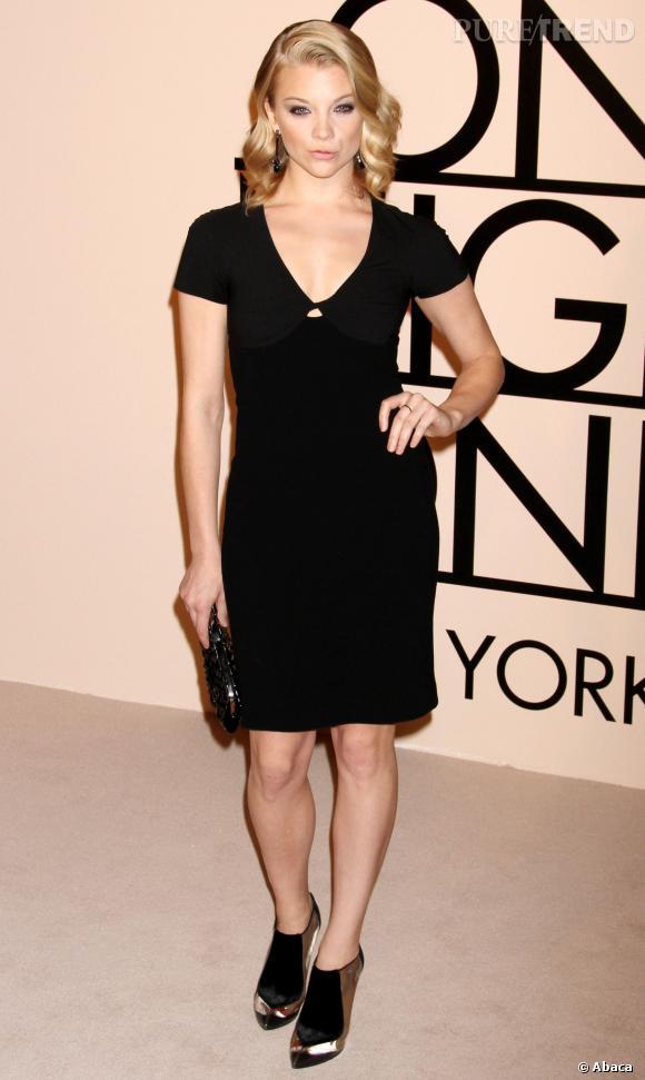 Natalie Dormer mise souvent sur des mini-robes noires.
