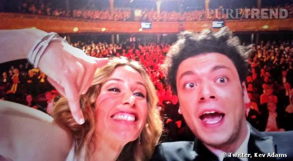 Le fameux selfie de Kev Adams et Cécile de France lors de la cérémonie des César 2014