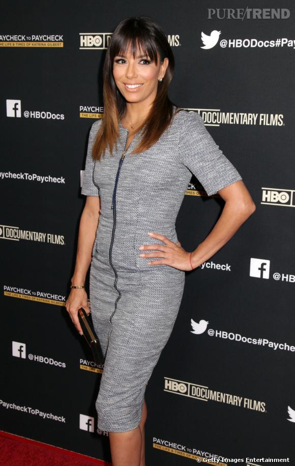"""Eva Longoria se met à la frange sur le tapis rouge de la première du documentaire de HBO """"Paycheck To Paycheck"""", à Los Angeles, le 10 mars 2014."""