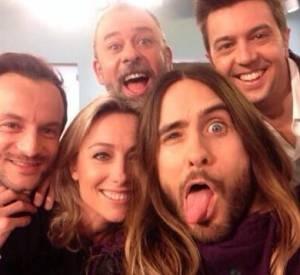 """Le fameux selfie de l'équipe de """"C à vous"""" avec Jared Leto."""