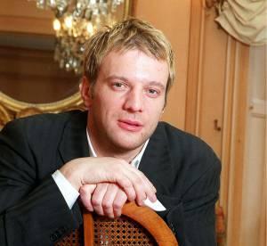 Samuel Le Bihan : moustache ou blond platine, des coiffures improbables !