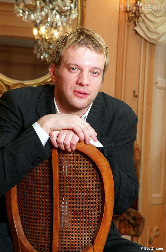 Samuel Le Bihan et des mèches blondes dans les années 90. Retour sur l'évolution capillaire de l'acteur !