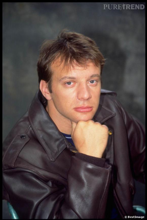 Samuel Le Bihan, cheveux partout et mine boudeuse rasée de près en 2002.