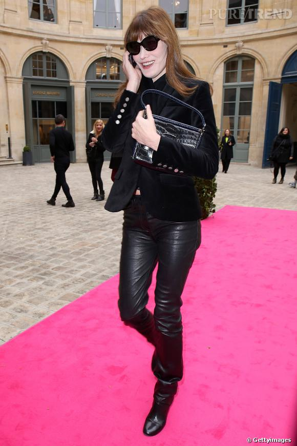 Carla Bruni, toujours plus élégante.... et sexy avec son pantalon en cuir !